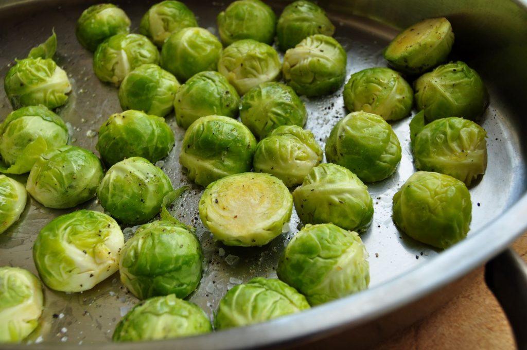 Roast sprouts in oil - web